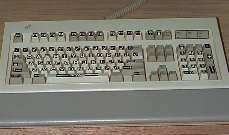 صورة للوحة المفاتيح العادية ذات ال 101 مفتاح قياسي أو أكثر